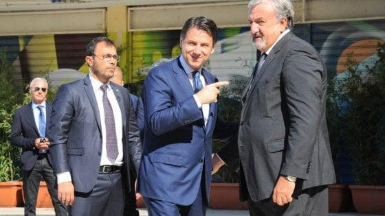 """Il premier Conte: """"Subito un piano straordinario per il Sud, a partire da Alta Velocità. Impegno perché Bari ospiti G20"""""""