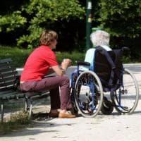 Brindisi, maltratta disabile 84enne: badante incastrata dalle telecamere