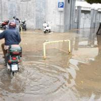 Maltempo, le stradine della Fiera del Levante allagate dopo la pioggia