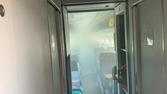 Corto circuito a bordo del Frecciargento Bari-Roma: carrozza evacuata, malori per il fumo
