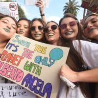 """Sciopero per il clima, a Bari migliaia in piazza: """"Il nostro futuro è in gioco"""""""
