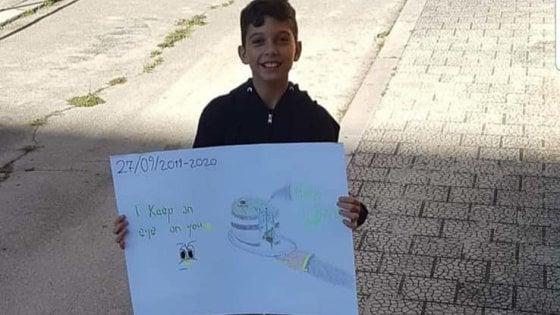 """Fridays for future, a Stornarella (Foggia) un solo bambino in piazza per il clima. Emiliano: """"E' un eroe"""""""