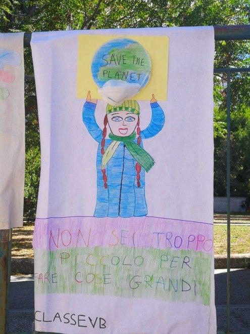 """""""Salviamo il pianeta"""", i disegni dei bambini di Bari per i Fridays for future"""