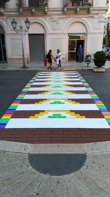 """Taranto, le strisce pedonali si tingono d'arte: """"Colorano la città"""""""
