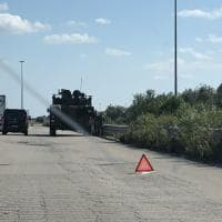 Andria, il superblindato dell'Esercito come una vecchia utilitaria: fermo per un guasto sulla strada
