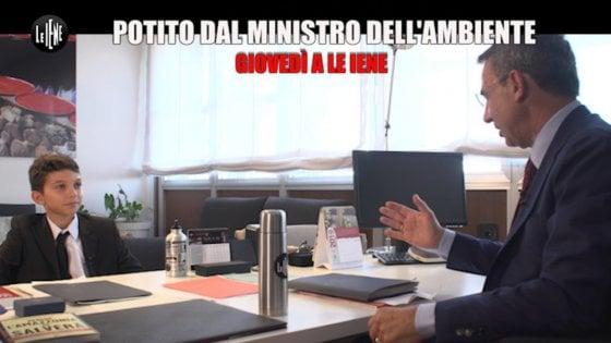 Fridays for future, Potito Ruggiero mini Iena mette alle strette il ministro dell'Ambiente Costa