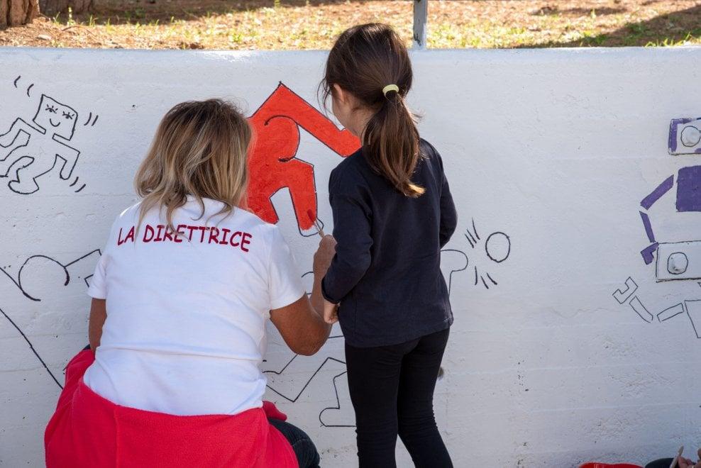 Bari, Save the children colora le scuole con l'omaggio a Keith Haring