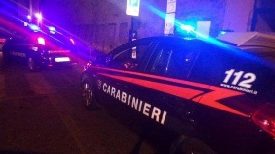Brindisi, ruba l'auto di un operatore e scappa dalla comunità ma si schianta contro il muro: denunciato