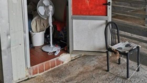 Bari, immigrati pagati 2,50 euro all'ora e sistemati in container nel mattatoio: arrestato 63enne