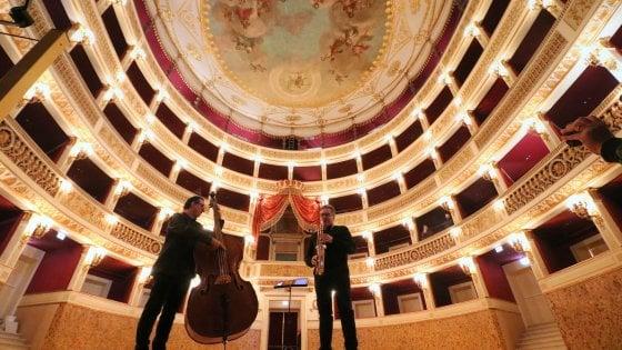 """Bari, il Piccinni riapre con una maratona di 24 ore di teatro: """"Una festa aperta a tutti"""""""