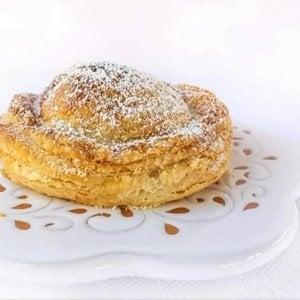 Salento, il rustico diventa dolce: una pasticciera osa con il piatto tipico dello street food