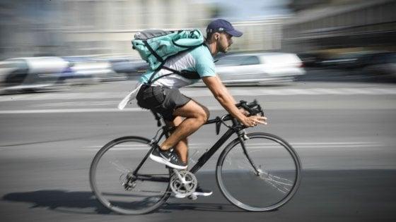 A Bari nasce la casa dei rider: ciclofficina e assistenza per 400 giovani precari