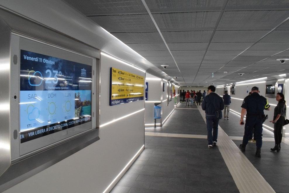 Inaugurato il nuovo sottopassaggio: unirà le tre stazioni del centro di Bari
