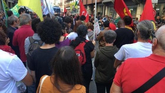 Bari, centinaia in corteo contro Erdogan: vernice rossa sulla sede del consolato turco