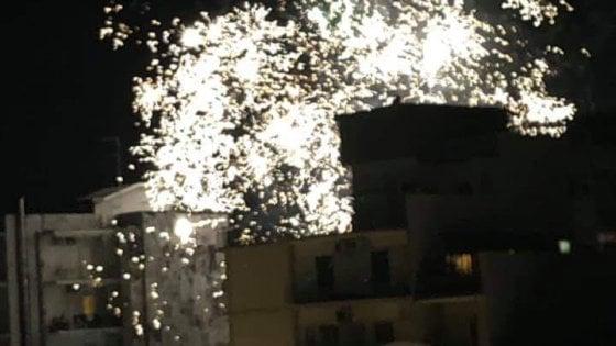 """Bari, fuochi d'artificio tutte le sere tra auto e passanti: """"Forse messaggi tra gruppi criminali"""""""