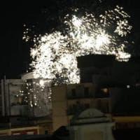Bari, fuochi d'artificio tutte le sere tra auto e passanti: