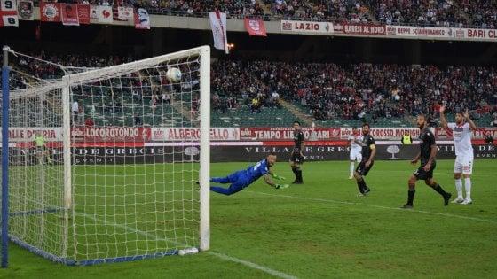 Il Bari va: due gol alla Ternana e ora vede la vetta. A segno Hamlili e Sabbione. Festa al San Nicola
