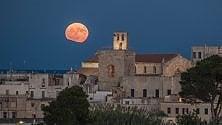 Spunta la luna piena    dai monti dell'Albania