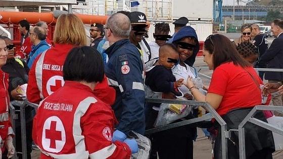 Taranto, tra i migranti sbarcati un 15enne nigeriano ridotto in schiavitù, torturato e prigioniero per due anni in Libia