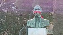 Imbavagliato il busto di Armando Perotti
