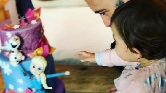 """Negramaro, Stella Sangiorgi compie un anno. Gli auguri social di Giuliano: """"Ci illumini la vita"""""""