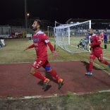Calcio, il Bari stravince  per 3-0 il derby col Bisceglie:  i veterani Antenucci  e Di Cesare per ripartire