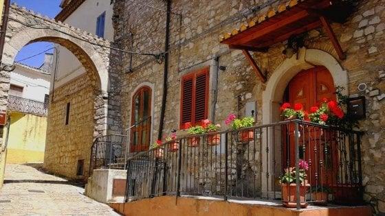 Orsara è tra i 47  Comuni fioriti d'Italia: la bellezza del borgo e l'orto dello chef Zullo conquistano i vivaisti