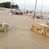 Maltempo, tromba d'aria a Porto Cesareo: barche trascinate per centinaia di metri....