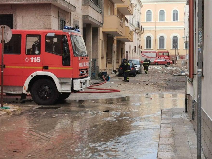 Maltempo, a Gallipoli si lavora per liberare dall'acqua scantinati e garage e per pulire le strade