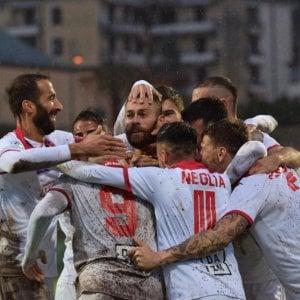 Il Bari sbanca Pagani con un grande gol di Antenucci: 0-1 su un campo in condizioni pessime