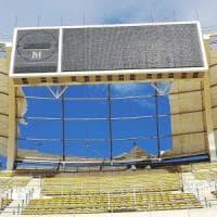 Maltempo, a Bari il vento lacera il telone di copertura dello stadio progettato da Renzo...