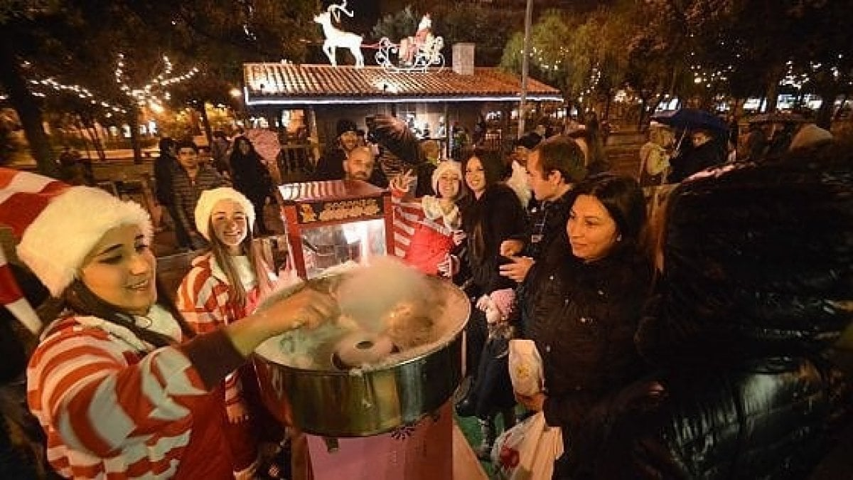 """""""Natale a Bari, che favola"""", un mese di eventi: favole, giochi e laboratori nel Villaggio di Babbo Natale - La Repubblica"""