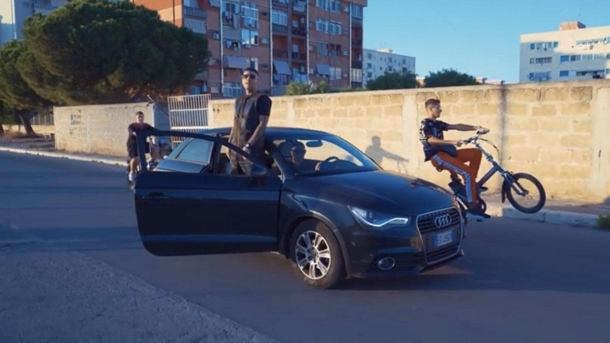 """Mafia, a Bari girato un nuovo videoclip stile Gomorra. Il rapper Max il Nano si difende: """"Nessun elogio ai clan"""" - La Repubblica"""