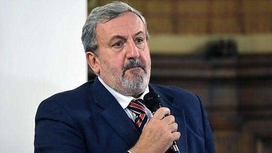 """Elezioni Puglia, scontro fra ministri. Bellanova: """"Emiliano non è il nostro candidato"""". Boccia: """"E' l'ideale per il centrosinistra"""""""
