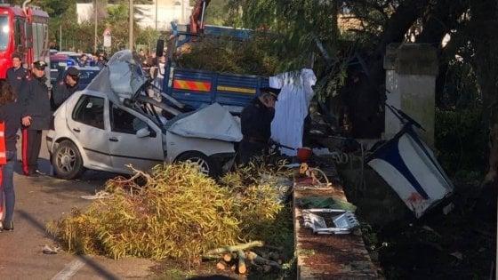 Lecce, auto travolge gruppo di operai: quattro morti e un ferito gravissimo