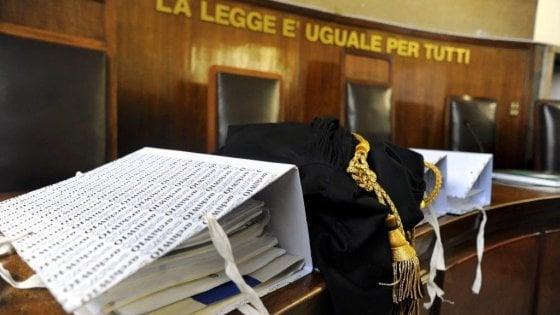 Foggia, sfruttavano prostitute 16enni nel campo rom: condannati due fratelli minorenni