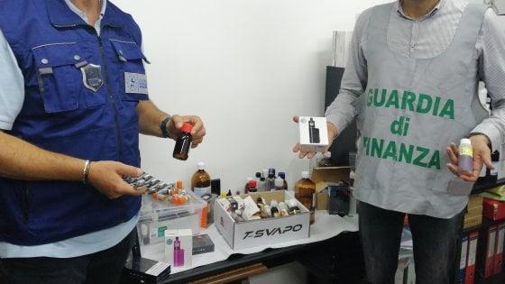 """Gravina, scoperte 2.000 sigarette elettroniche contraffatte e liquido """"svapabile"""" di contrabbando"""
