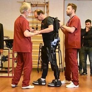 Sanità, arriva in Puglia l'esoscheletro robotizzato per la riabilitazione delle gambe