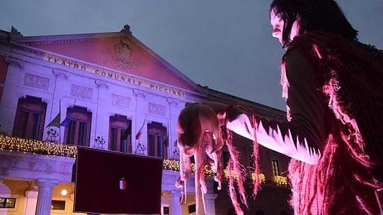 """Bari, riaperto il teatro Piccinni: due giorni di festa dopo 9 anni di restauri. Decaro: """"Una gioia per tutta la città"""""""