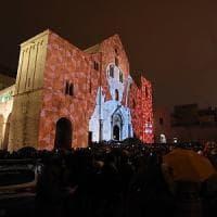 Bari in festa per San Nicola: la città vecchia affollata già dall'alba.