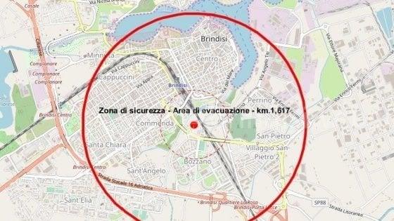 Brindisi, stop a treni, aerei e auto per disinnescare la bomba del 1941. Da evacuare 53mila abitanti (su 88mila)
