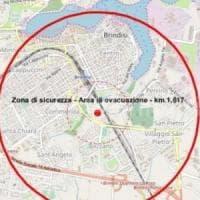 Brindisi, stop a treni, aerei e auto per disinnescare la bomba del 1941.