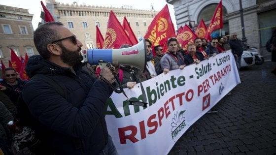 Arcelor Mittal, al via lo sciopero: a Roma la manifestazione dei sindacati, da Taranto migliaiai di operai
