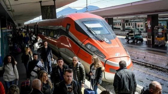 """Trasporto pubblico, in Puglia 916 nuovi bus e più corse dei treni per i pendolari. Emiliano: """"Nessun aumento"""""""