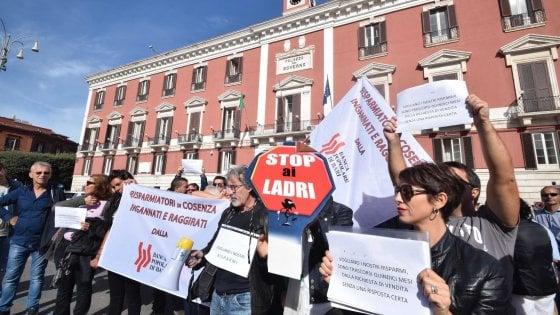 """Popolare di Bari, altre due inchieste. I commissari in banca: """"Nessun rischio per i conti correnti"""""""