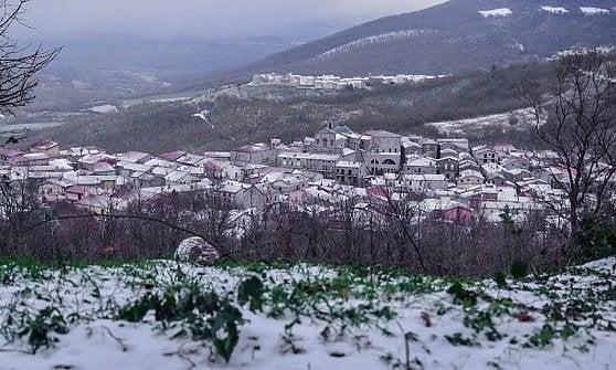 Maltempo in Puglia, ancora neve su Gargano e Monti Dauni. Prolungata l'allerta meteo per il vento