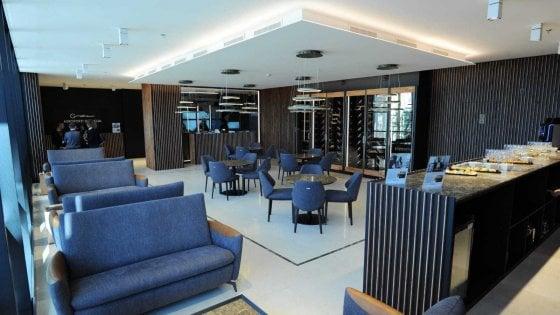 """Aeroporto di Bari, inaugurata la sala d'attesa Vip lounge: """"Bar e divani: servizi di lusso per chi viaggia"""""""