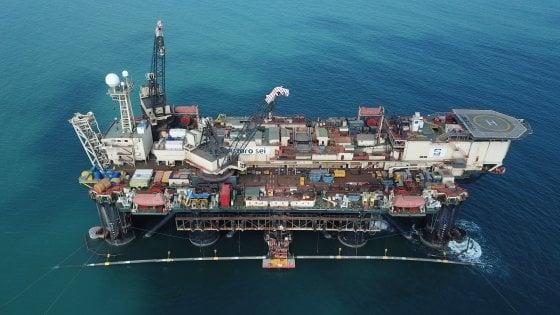 Tap, in arrivo a Brindisi la nave Castoro Sei: poserà in mare il tubo che porterà in Puglia il gas dall'Albania