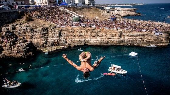 Red Bull cliff diving, a Polignano torna lo show dei tuffi: appuntamento il 19 luglio