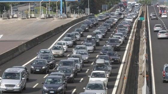 """Foggia, bimbo di 3 anni muore nello scontro tra due auto in A14: """"Chieuti in lutto per Simone"""""""